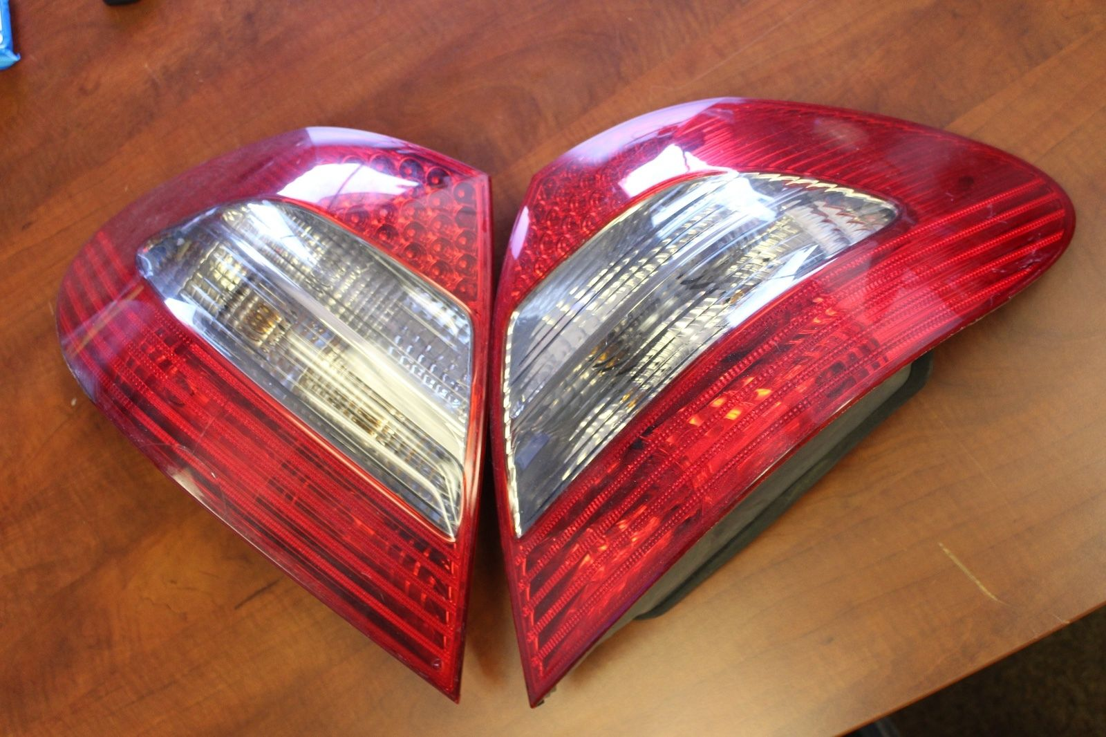 07 08 09 MERCEDES BENZ E CLASS E550 E350 LED TAIL LIGHT LEFT LH DRIVER  2007 2008 2009