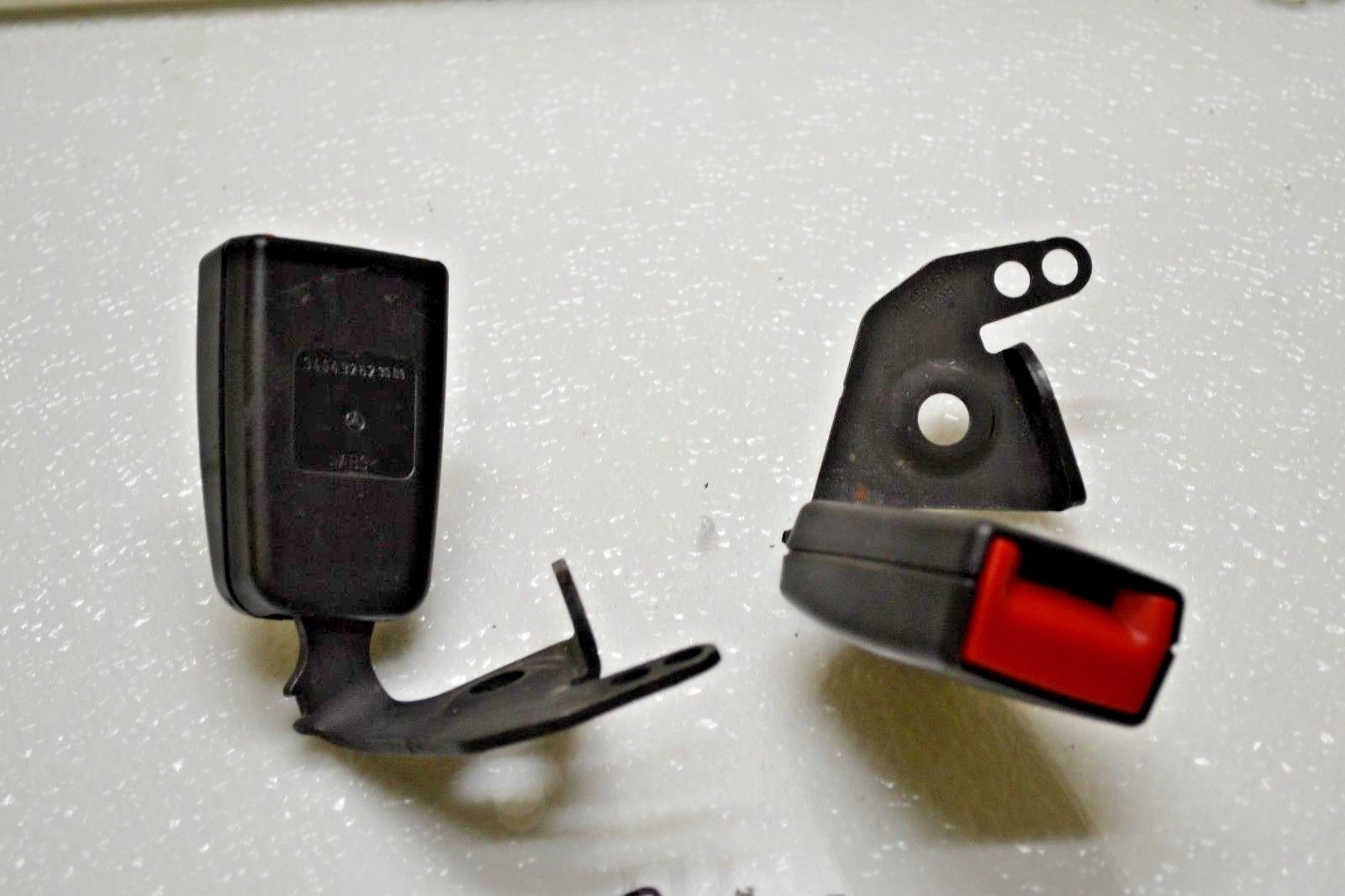 2010-2012 Mercedes GLK350 REAR Seat Belt BUCKLES PAIR 2048602769 Does not apply