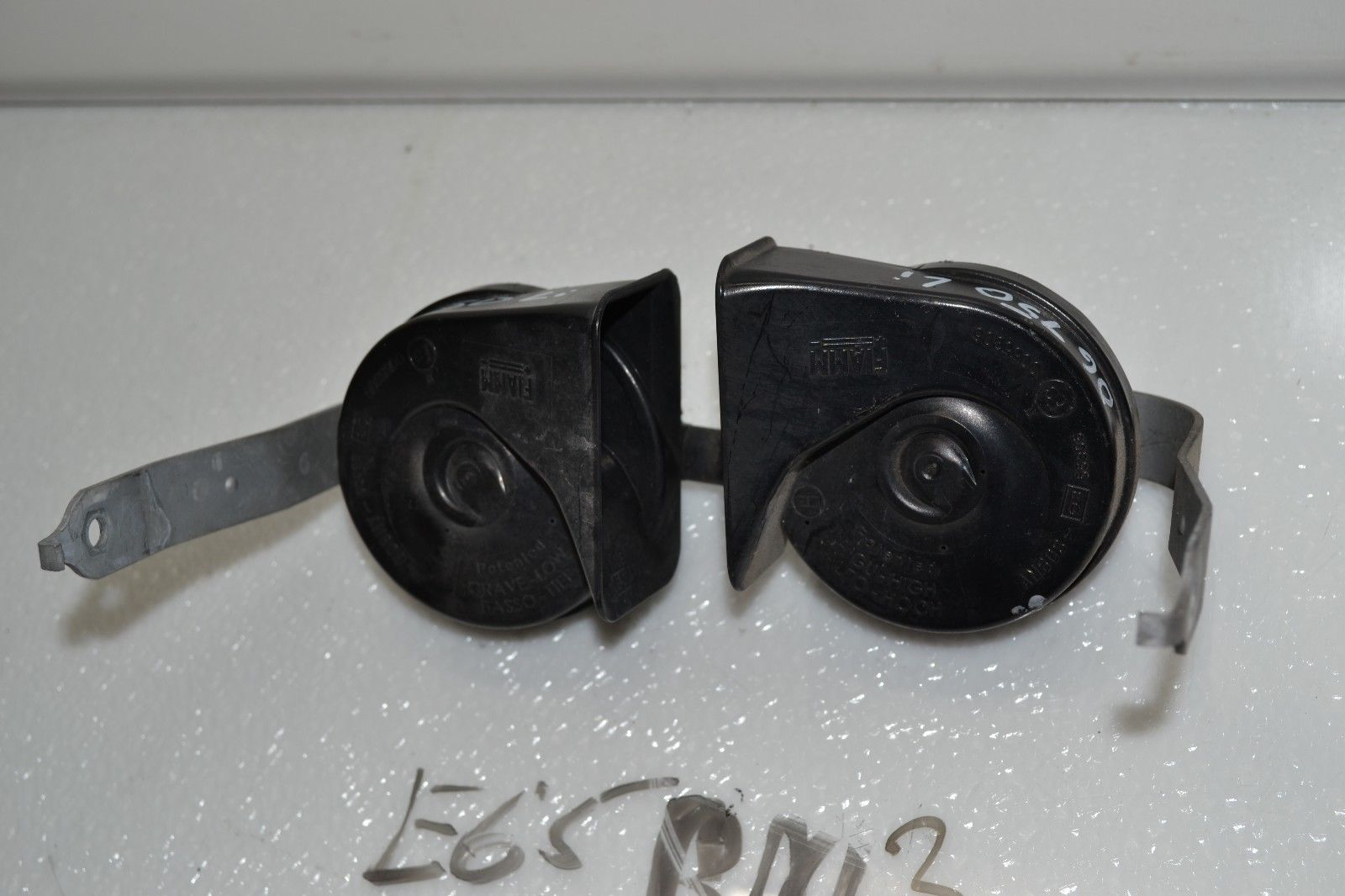2006-2008 BMW 750Li 750i HIGH AND LOW PITCH NOTE TONE HORNS PAIR OEM Does not apply