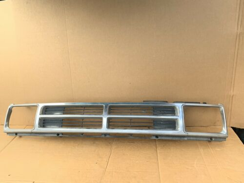 1984 - 1988 TOYOTA PICK UP TRUCK 4WD  4RUNNER GRILLE GRILL W HEADLIGHT BEZEL