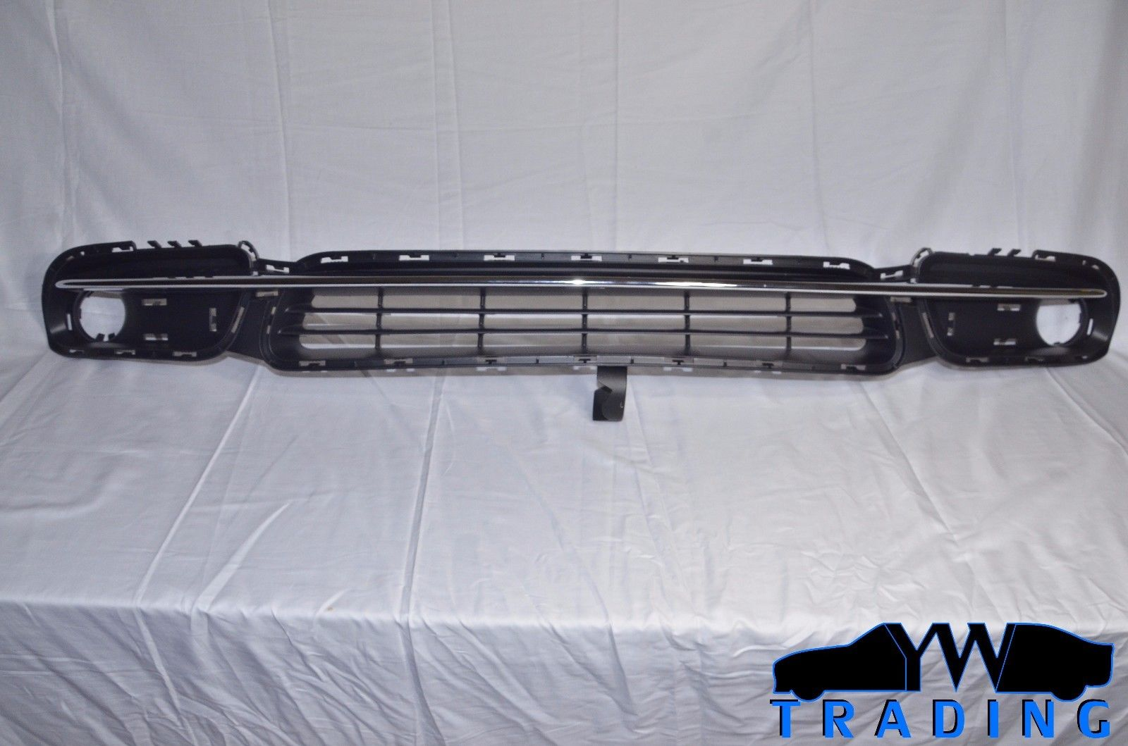 2011 - 2016 TOWN & COUNTRY OEM MOPAR LOWER GRILLE BLACK & CHROME 68100694AA
