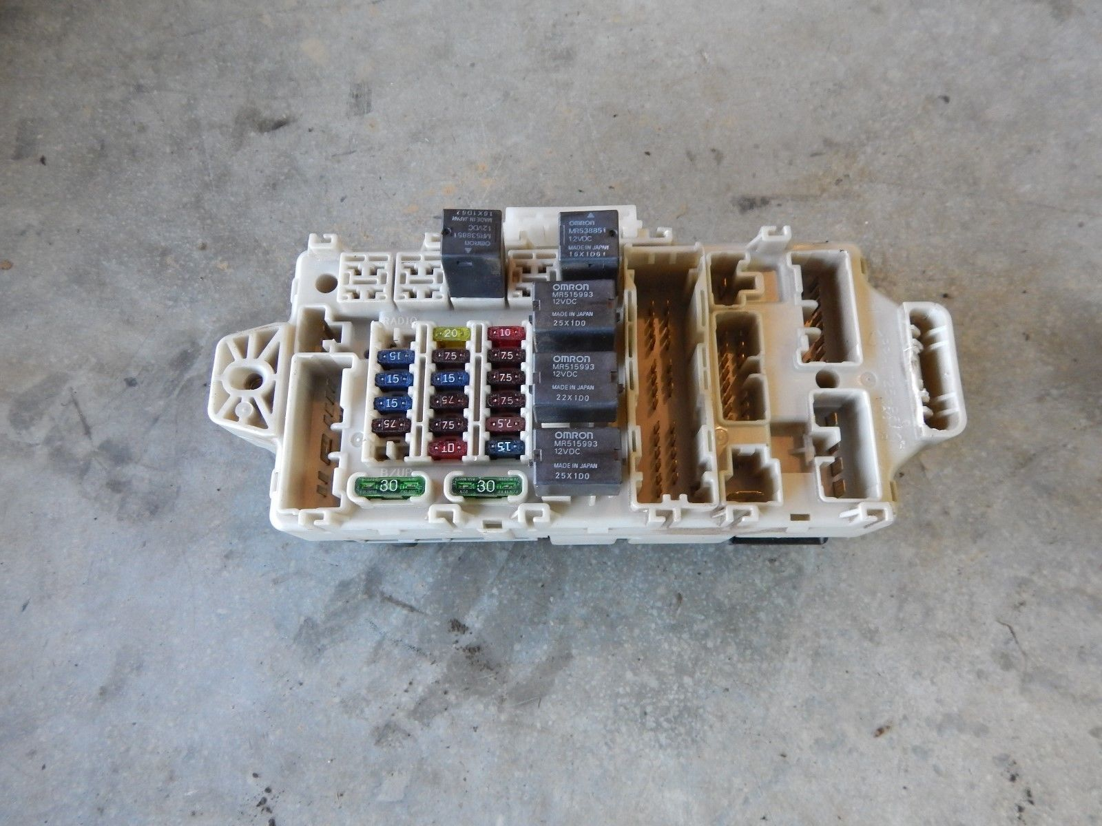 2002 2003 mitsubishi galant interior fuse box v6 3 0l 6 cyl 10914-1099 mr