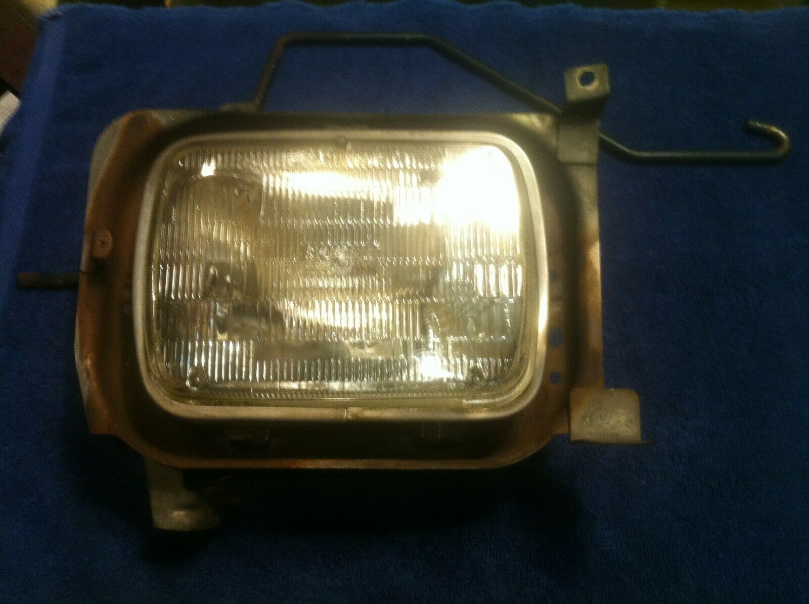 Classic Saab 900 Right Headlight Assembly 8551368  1979 - 1986 Some 1987