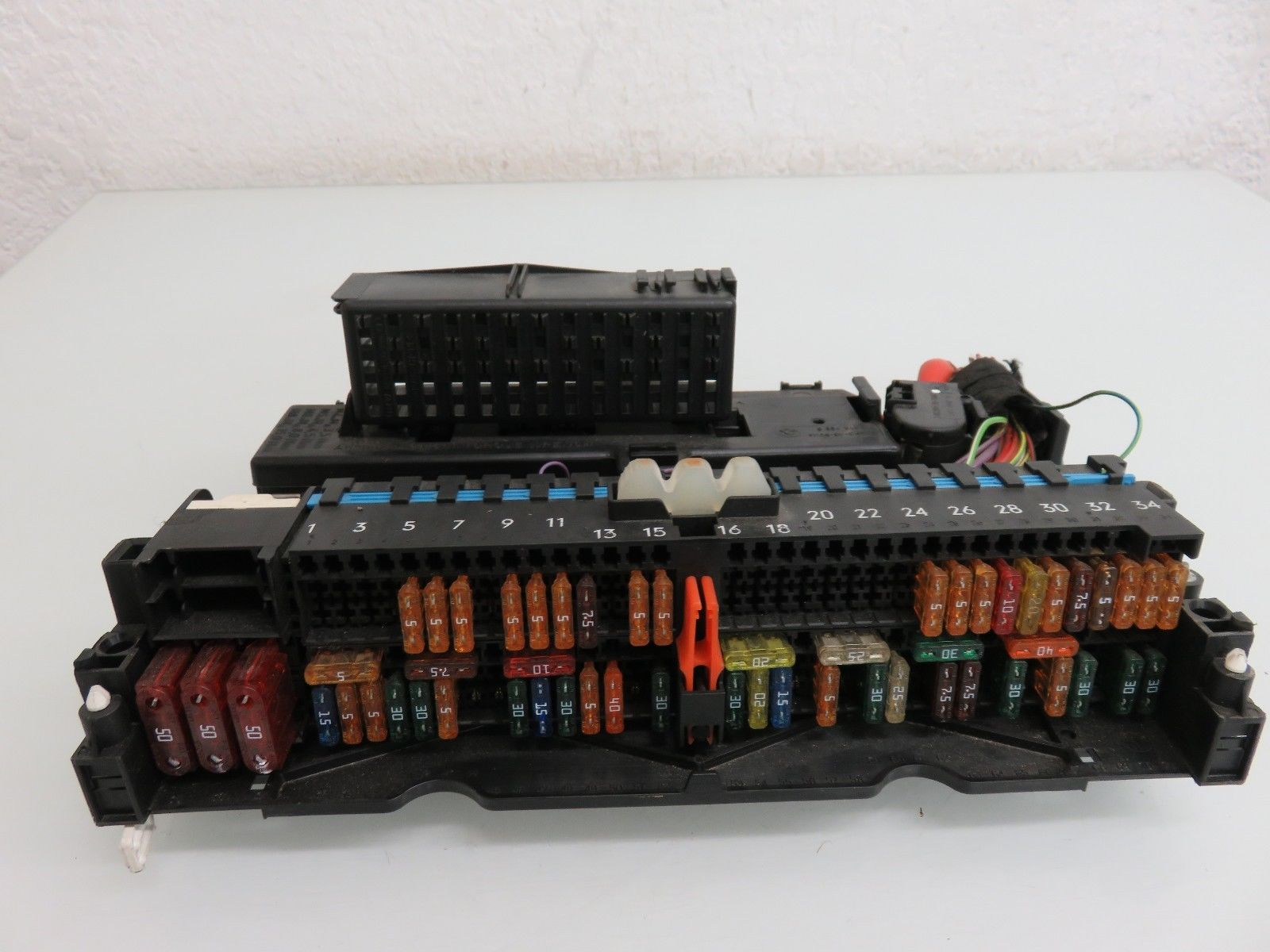 1c915a94 ed6e 4288 902d 129f9a6c57ac 01 05 bmw e46 325i 325xi electric fuse relay box oem , 8364540 BMW 325I Fuse Box Diagram at soozxer.org