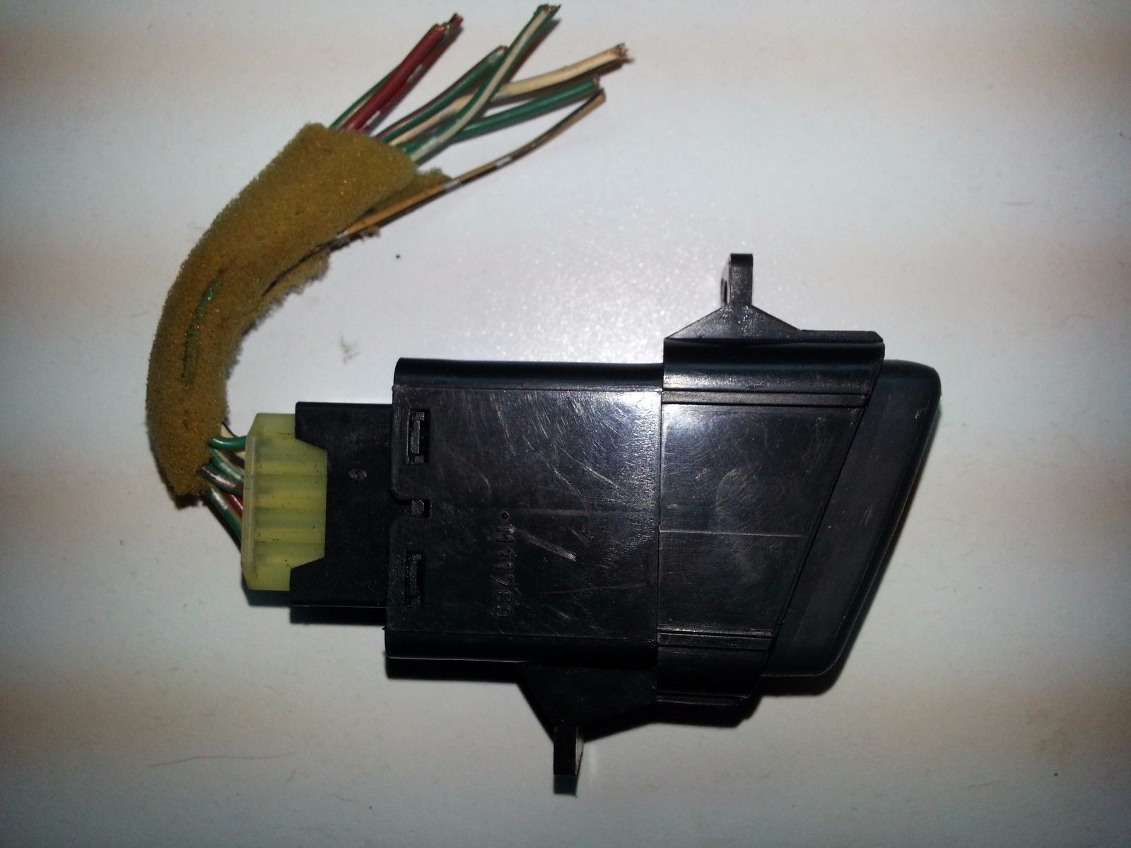 1997 1998 1999 2000 2001 HONDA CR-V HAZARD FLASHER LAMP SWITCH M11769 OEM  M11769