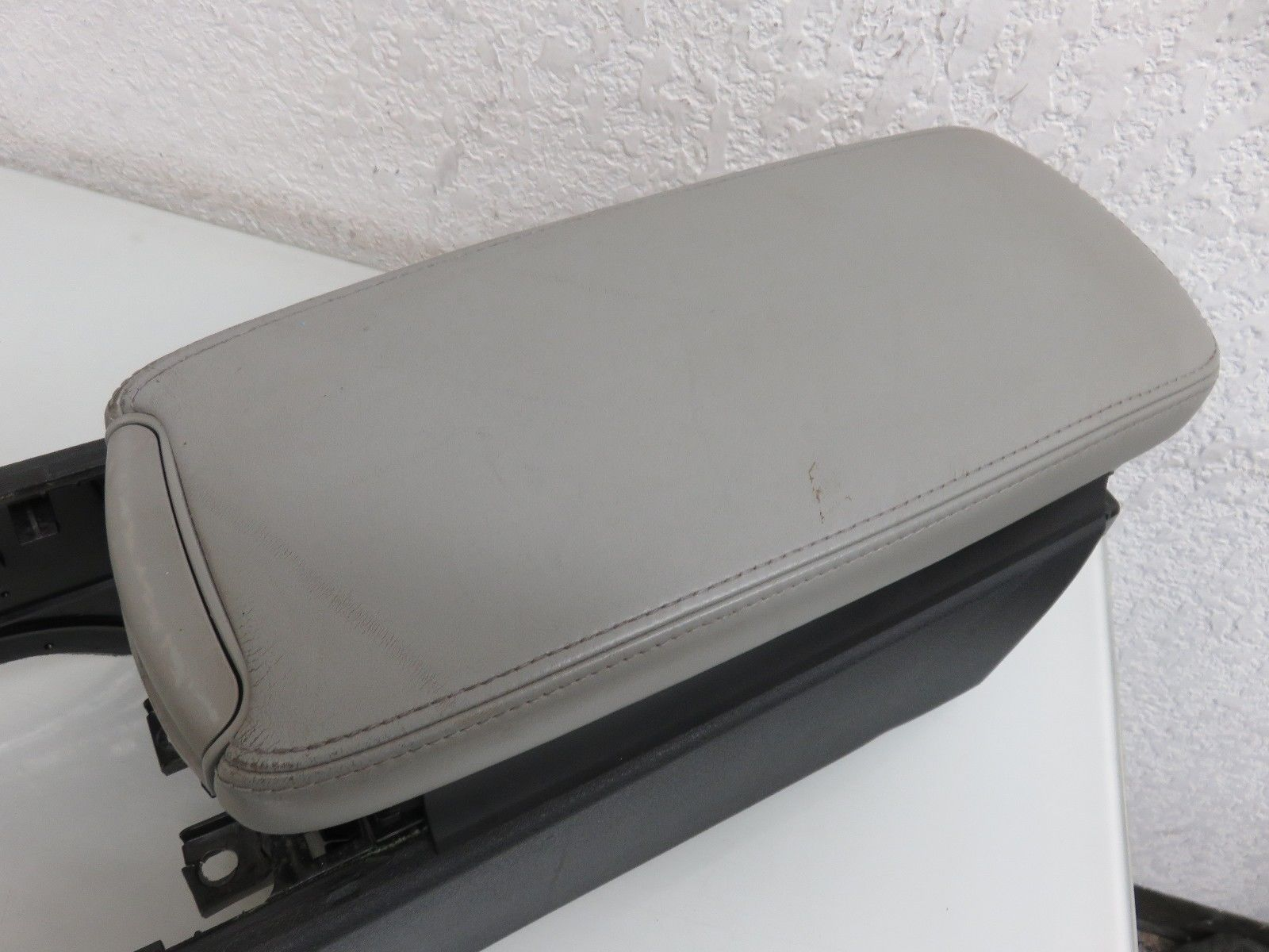 2006 LEXUS IS250 FRONT CENTER CONSOLE ARMREST CUP HOLDER STORAGE TRAY GREY  OEM