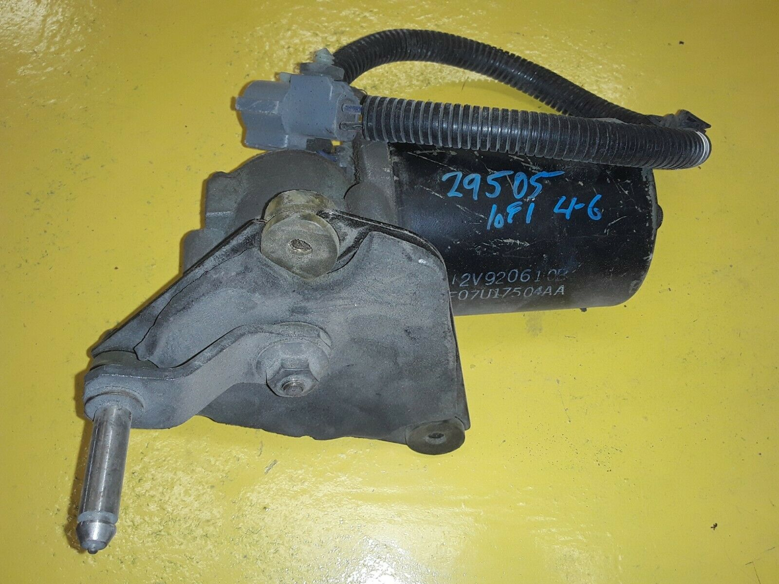 OEM Ford Front Windshield Wiper Motor For 93-01 Explorer F07U-17504-AA F07U-17504-AA