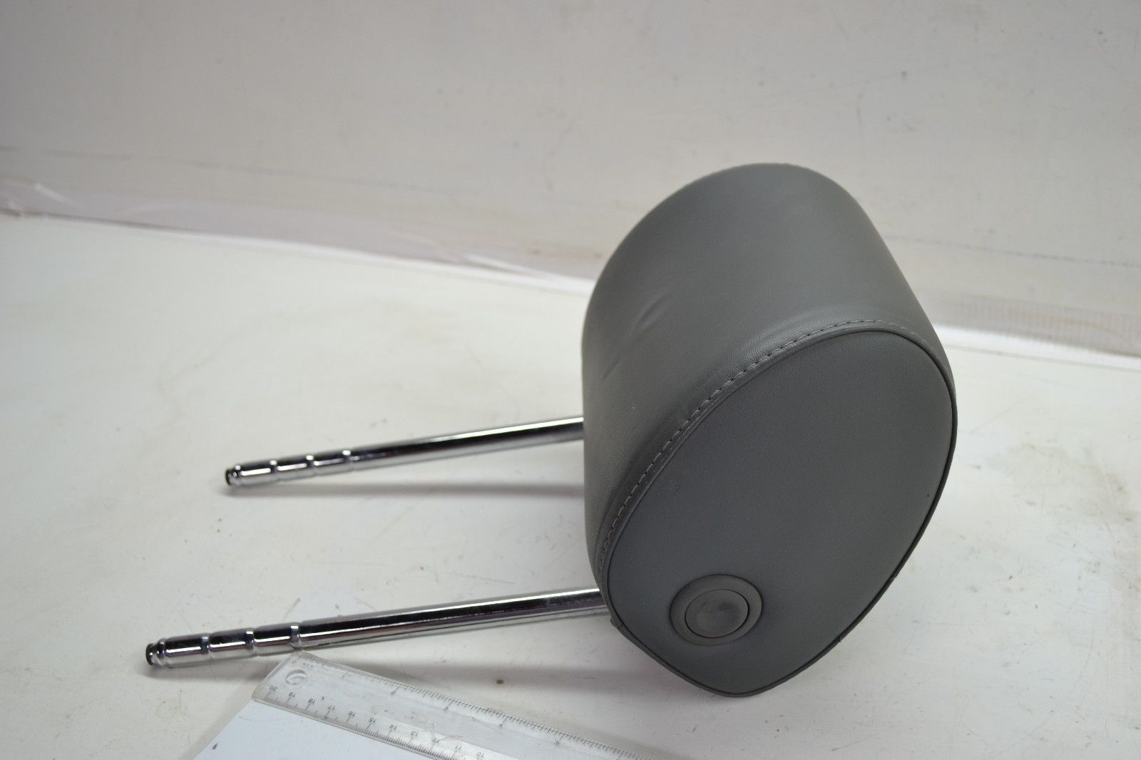 2000-2006 AUDI TT MK1 FRONT LEFT DRIVER SIDE HEADREST / HEAD REST BLACK OEM Does not apply