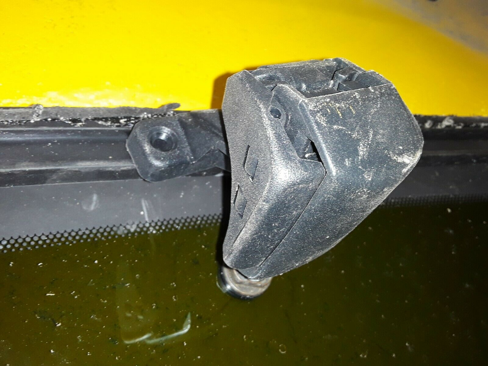 97 -03 Ford F150 extended cab rear door window Driverside F65B-1829701-A\B Does not apply