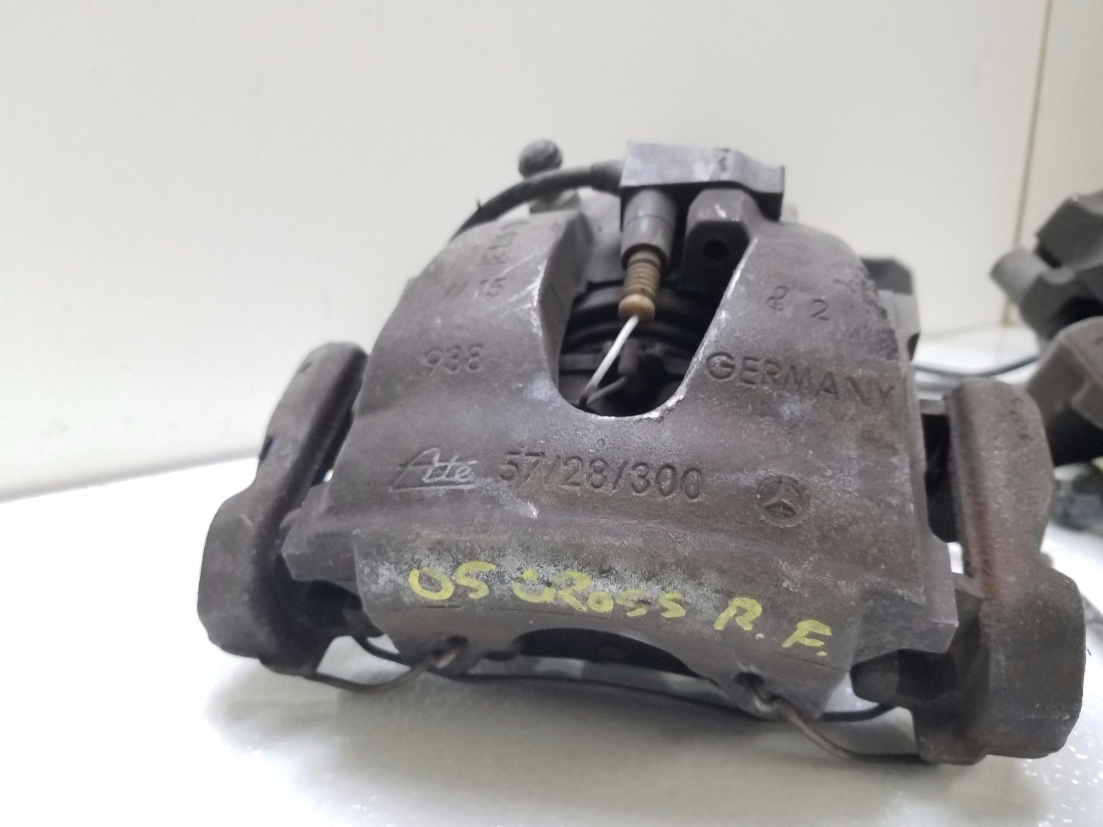 2004-05-06-07-2008 CHRYSLER CROSSFIRE FRONT BRAKE CALIPERS PAIR 57/28/300 Does not apply