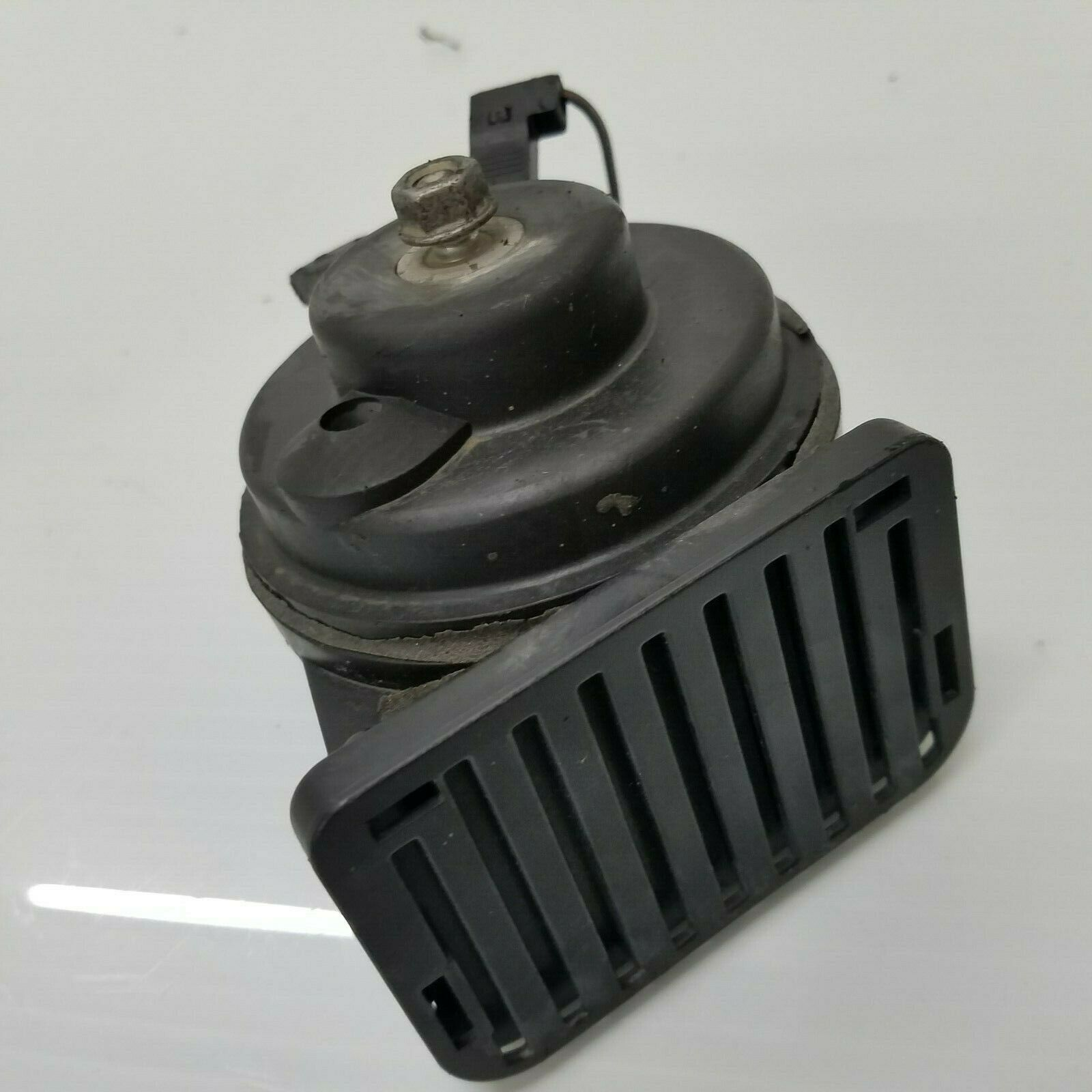 2004-2008 CHRYSLER CROSSFIRE FIAMM LOW TONE SIGNAL PITCH HORN OEM 0055306  Does not apply cross5