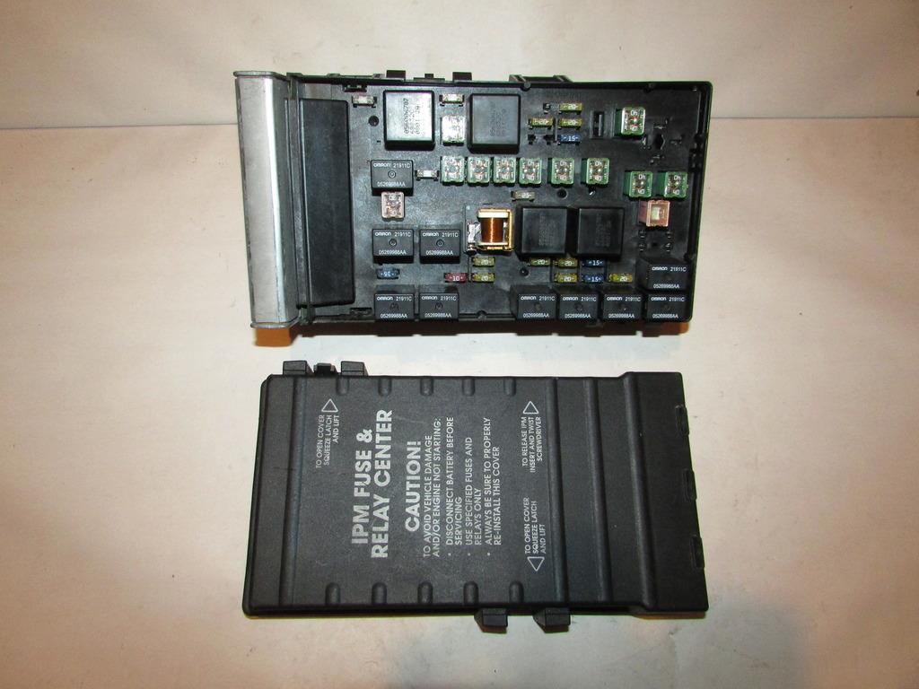 01-07 Chrysler Town & Country Relay Fuse Box Block Panel # 451 FUS451JYN
