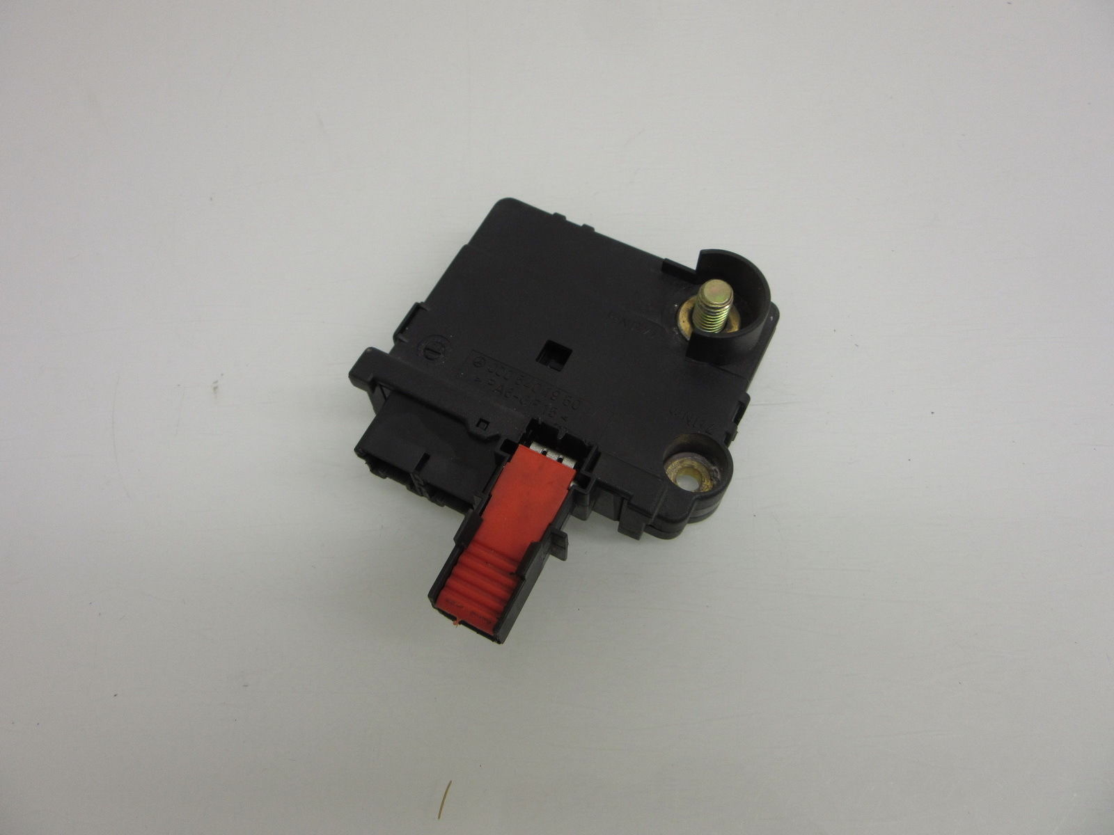 3b9d4afe ca22 4c86 9487 7495077dfee2 00 06 mercedes w220 s500 s600 rear junction battery fuse box battery fuse block at bakdesigns.co