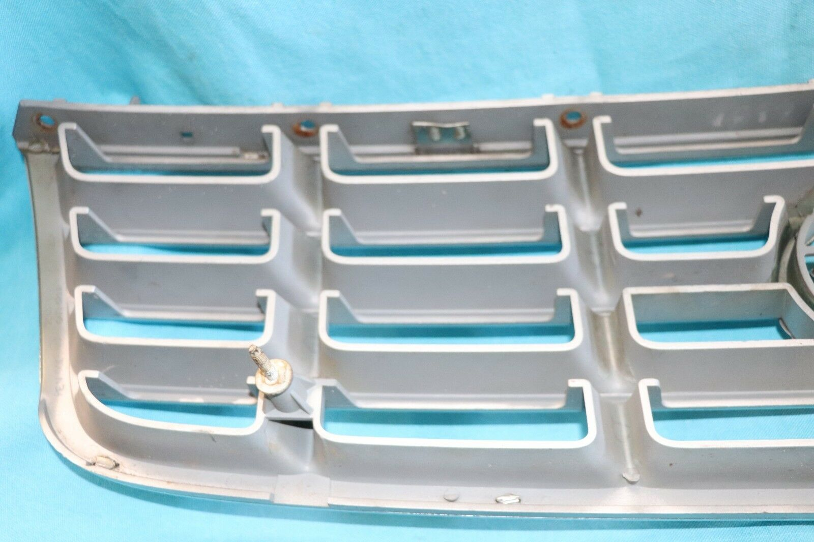 98 99 00 01 02 03 04 CADILLAC SEVILLE STS SLS GRILLE GRILLE  grey 25719530 25719530 25719530