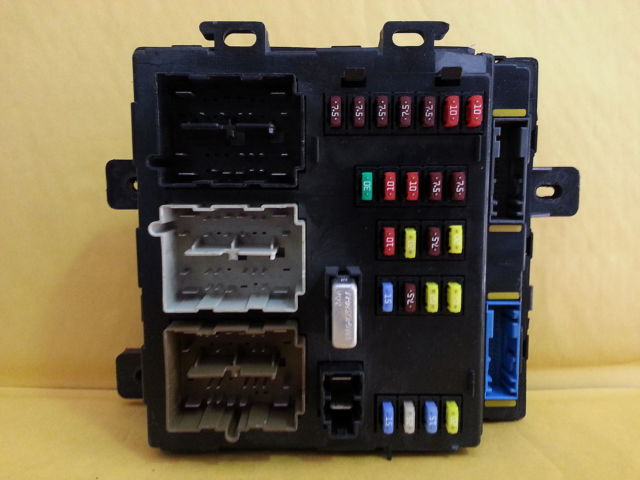 2005 FORD FREESTYLE <em>SMART</em> <em>JUNCTION</em> <em>BOX</em> FUSE BLOCK PANEL USED OEM 5F9T-15604-JB