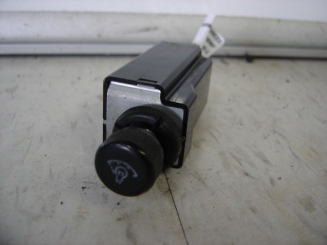 1991 <em>Nissan</em> <em>Pathfinder</em> dimmer switch