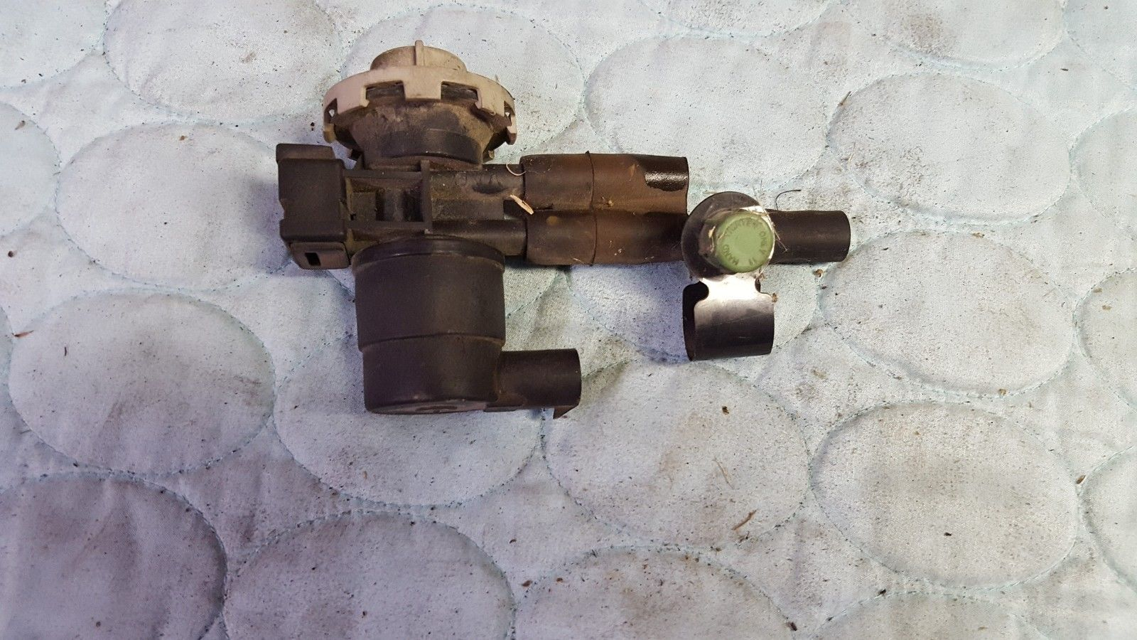 2002-2004 Jeep Grand Cherokee Laredo 4.0L V6 PURGE SOLENOID OEM 52128550AA  Does not apply