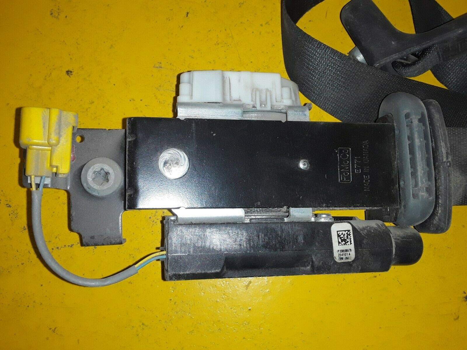 FORD OEM 94-97 F-250 Front Seat Belt Buckle-Retractor Assy Left F4TZ18611B09D Does not apply