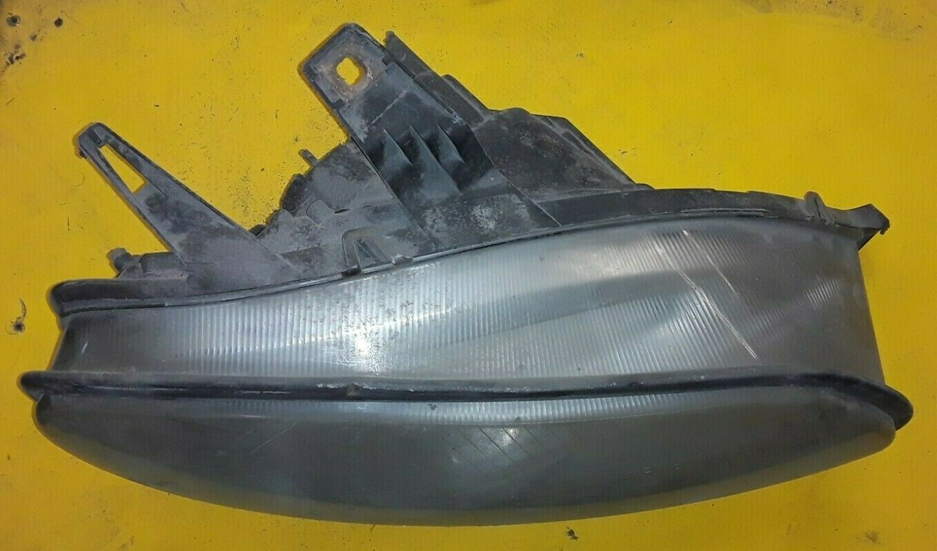 HELLA Mercedes-Benz FREIGHTLINER 120 Pass RH Side Headlight Assembly 964-012-00 Does not apply