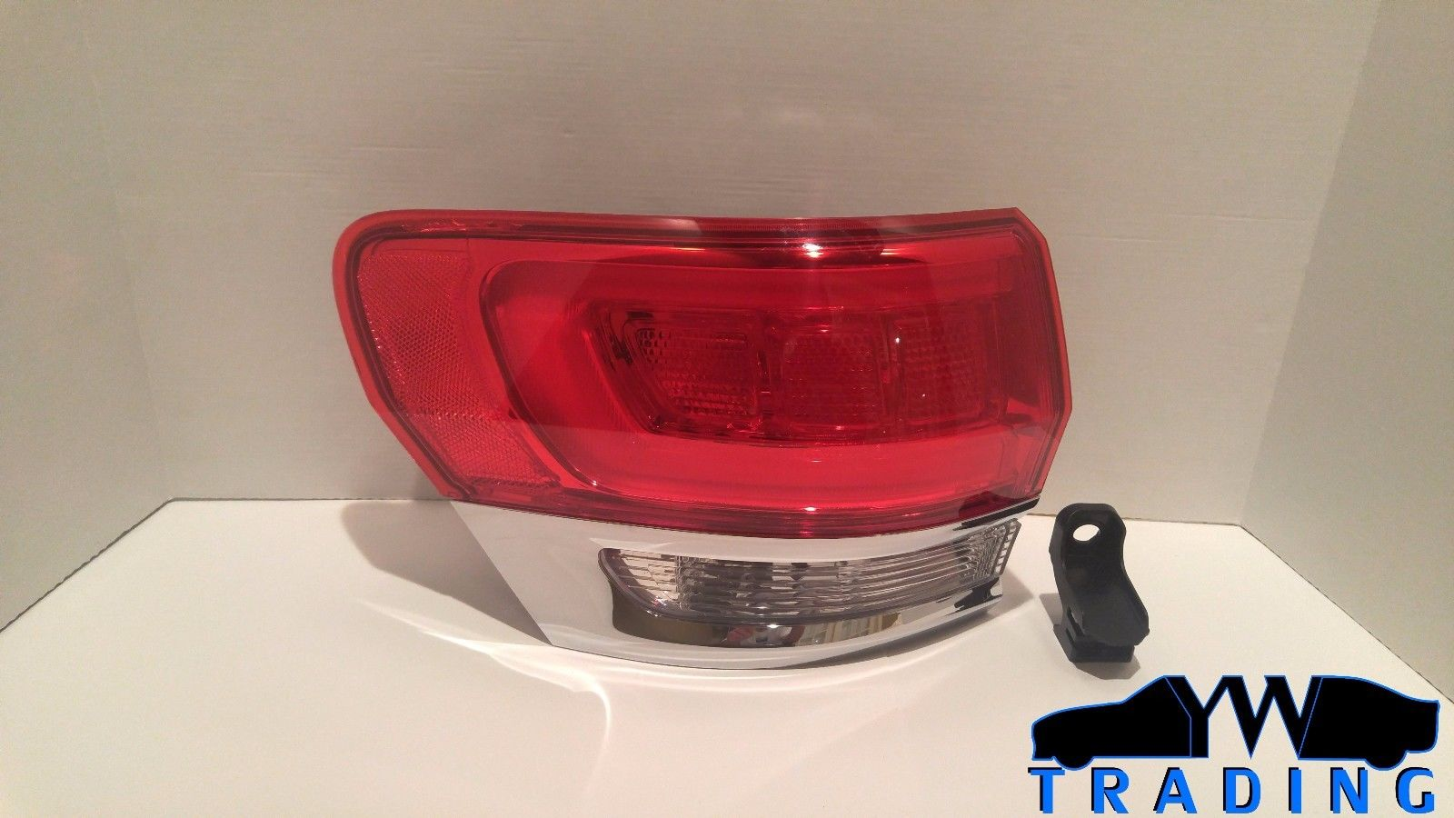 2014 - 2017 JEEP GRAND CHEROKEE NEW OEM LEFT TAIL LIGHT W / LED P68110017AE