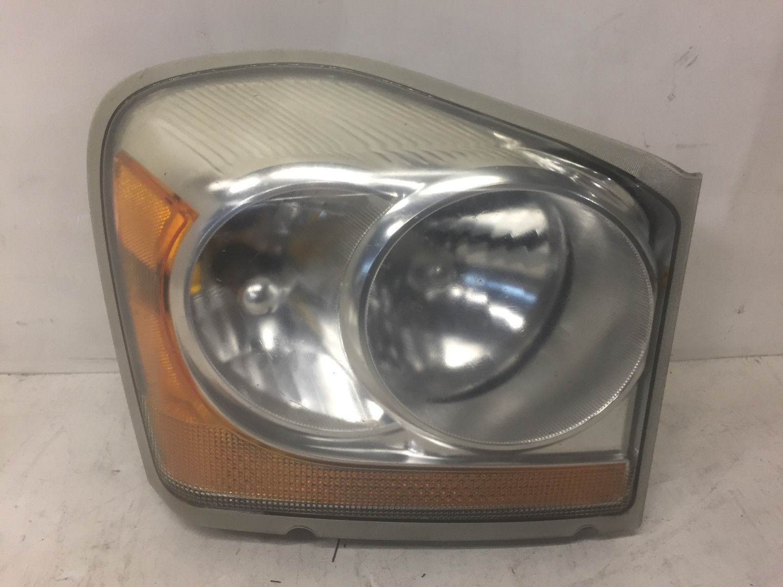 2005 Dodge Durango Front Right Passenger Said Headlight OEM
