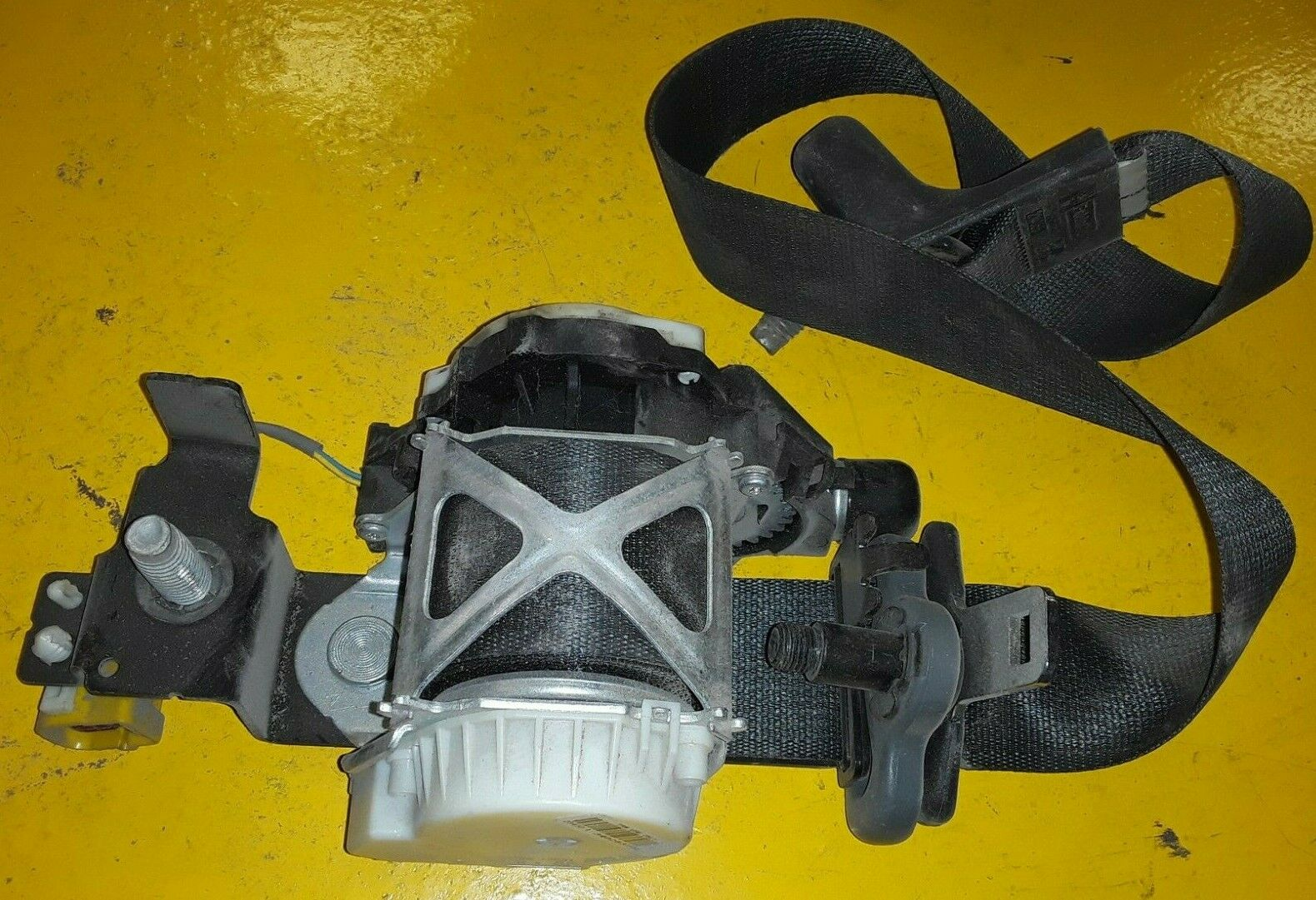 FORD OEM 94-97 F-250 Front Seat Belt Buckle-Retractor Assy Left F4TZ18611B09D