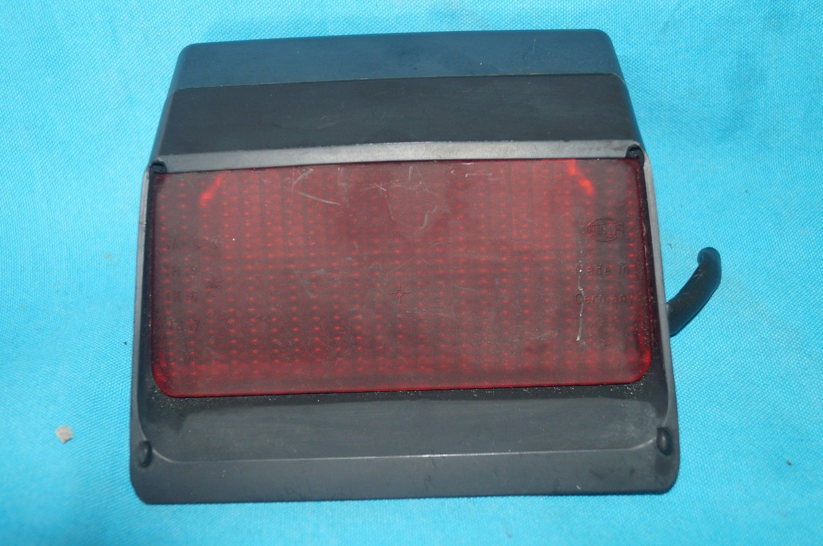 87-91 BMW REAR THIRD 3RD BRAKE LIGHT LAMP 1 377 709 1 377 709