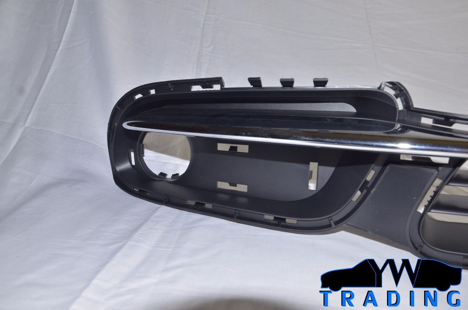 2011 - 2016 TOWN & COUNTRY OEM MOPAR LOWER GRILLE BLACK & CHROME 68100694AA 68100694AA