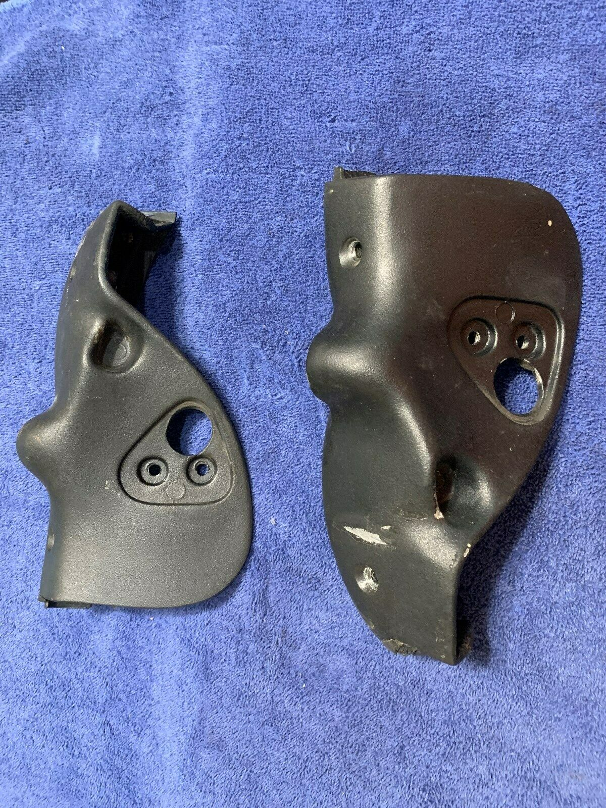 Classic SAAB 900 CONVERTIBLE TOP LATCH Bracket Set 1986 - 1994 Does Not Apply