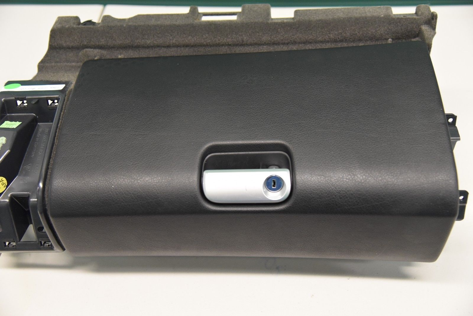 Porsche 911 997 BLACK  glove box 99755244401 Does not apply red dot smile
