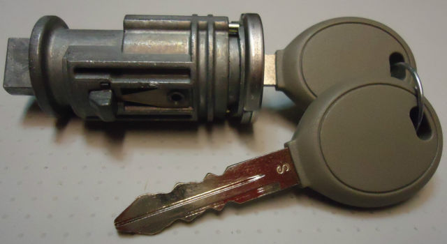 <em>Chrysler</em> Dodge Jeep Ignition Key Switch Lock Cylinder W/2 Transponder Chip Keys