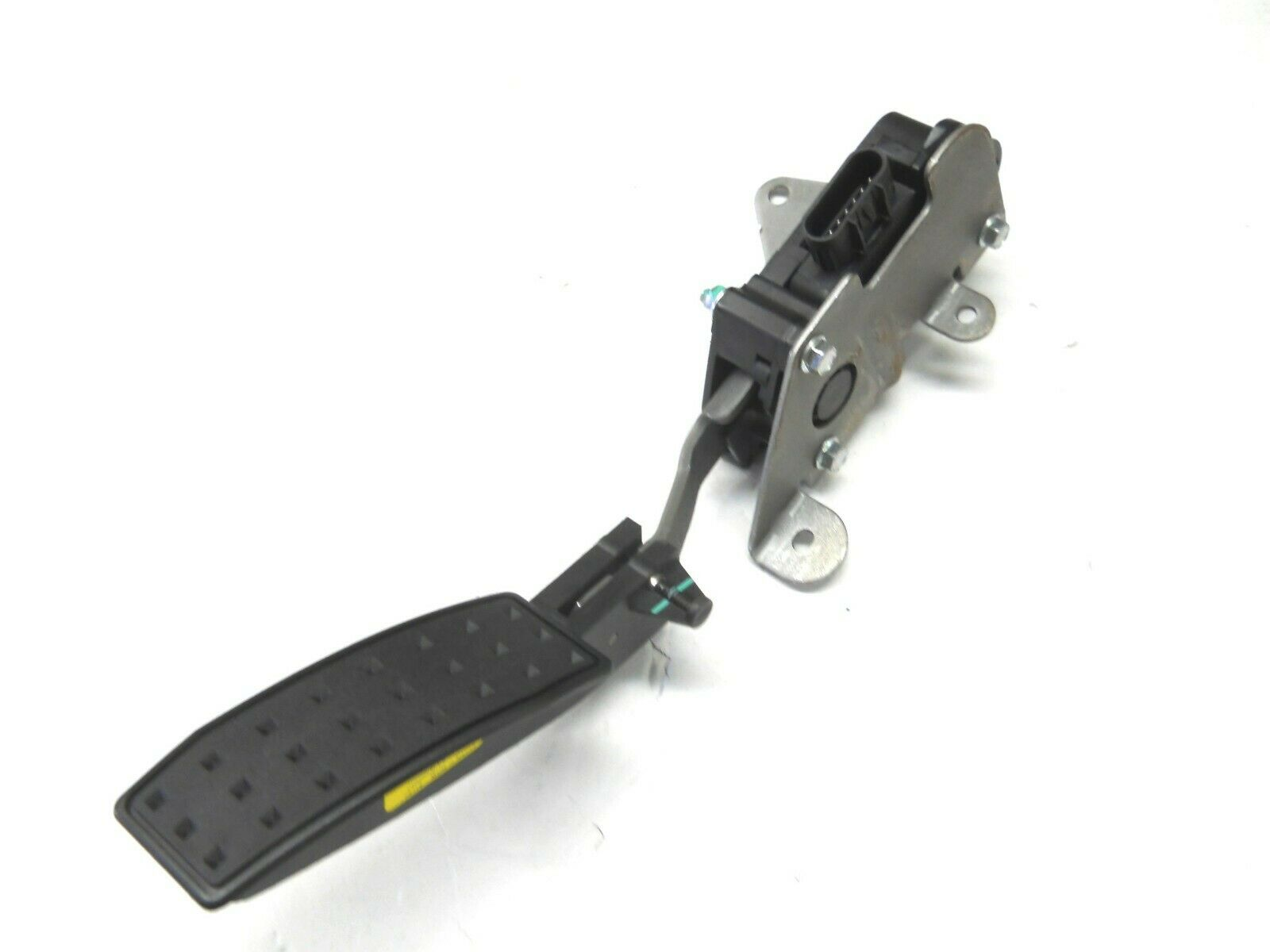 NEW GM PART #10379038 FLY BY WIRE ACCELERATOR PEDAL 10379038