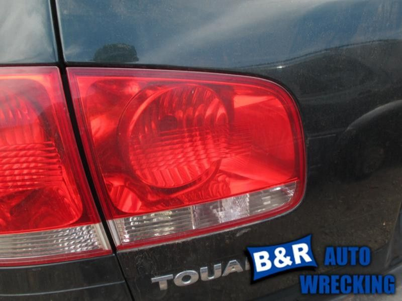 04 05 06 VW TOUAREG L. TAIL LIGHT LID MOUNTED 7796119 7796119