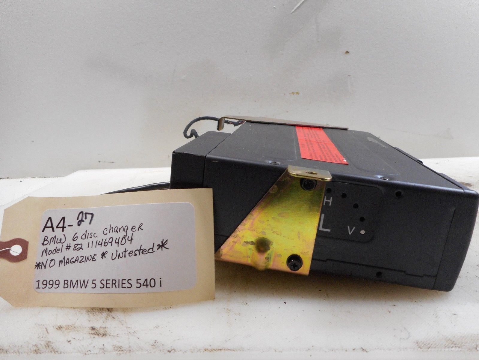 1999 BMW 540I SERIES 5 6 DISC CHANGER MODEL #82 111469404 NO MAGAZINE Does not apply A4-27