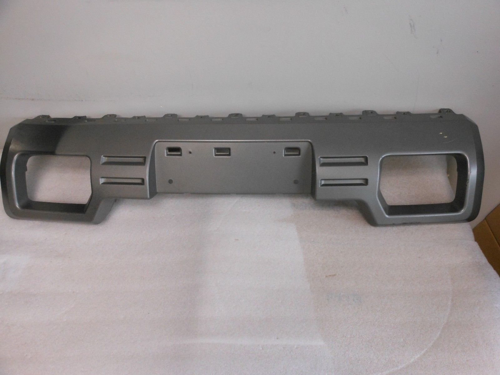 <em>GMC</em> <em>SIERRA</em> <em>1500</em> TRUNK FRONT LICENSE PLATE BRACKET FACTORY OEM