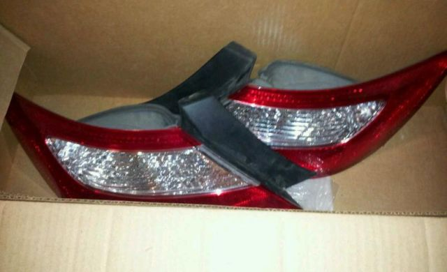 HONDA CIVIC TAIL LAMP SET RIGHT AND LEFT TAIL LAMP PAIR OEM 33551-SVA-A02