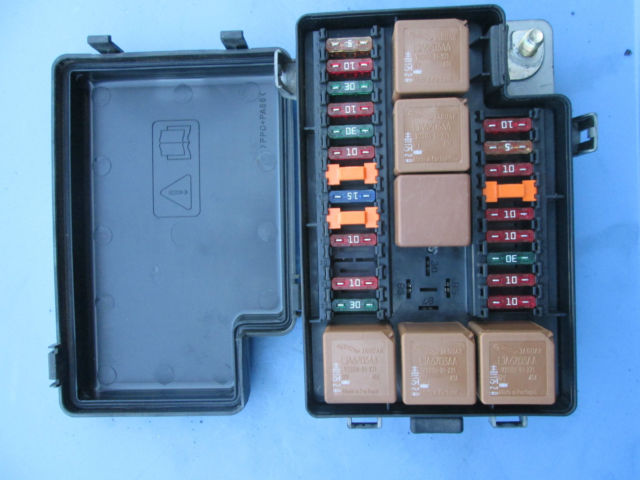 7a55ff41 6b34 400b bd3a d208382908a1 jaguar xj8 xj8l vanden plas front fuse box 22way lnf2822ba 1998 99 1998 jaguar xj8 fuse box location at reclaimingppi.co