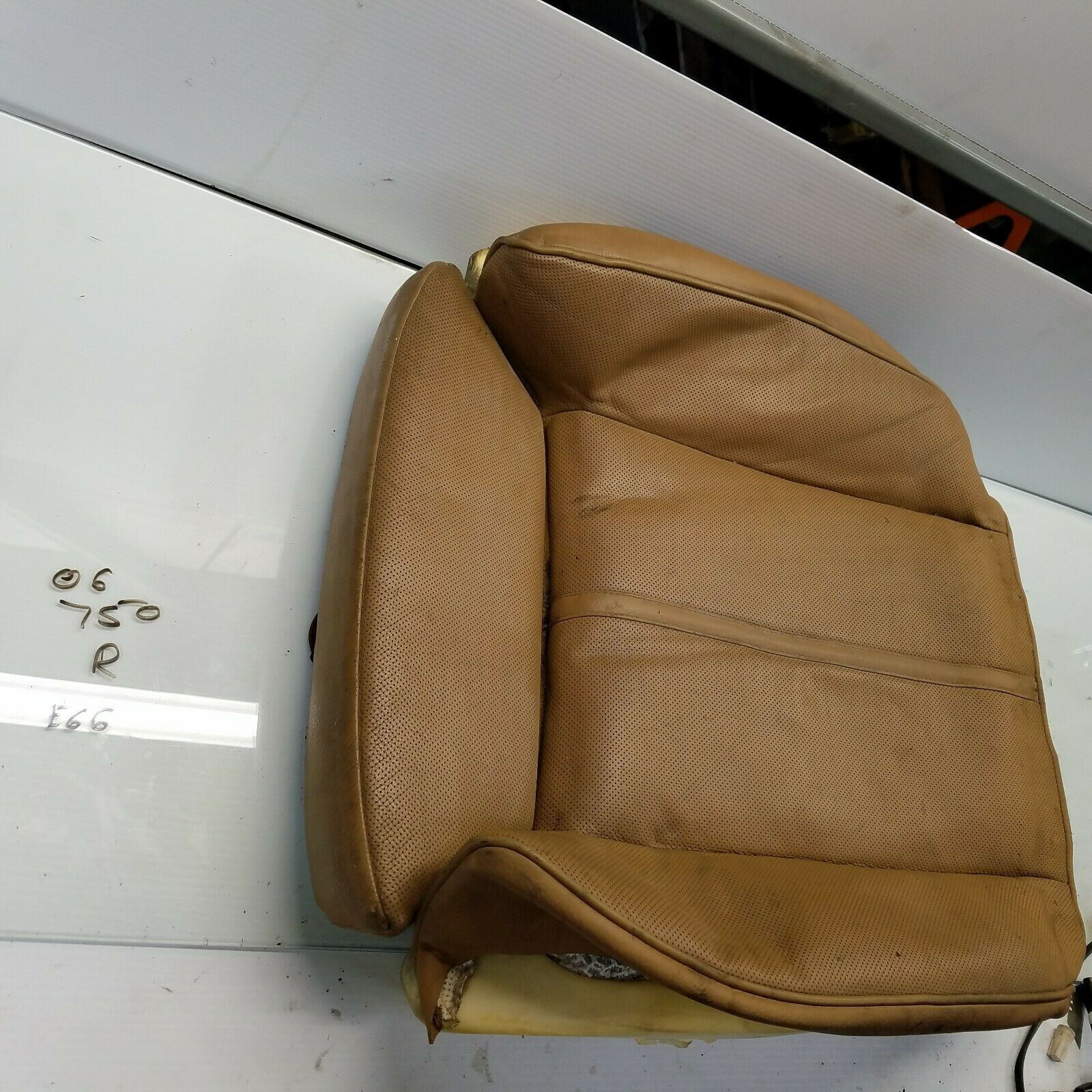 2006-2008 BMW 750i 750Li FRONT RIGHT PASSENGER SEAT BOTTOM LEATHER CUSHION Does not apply