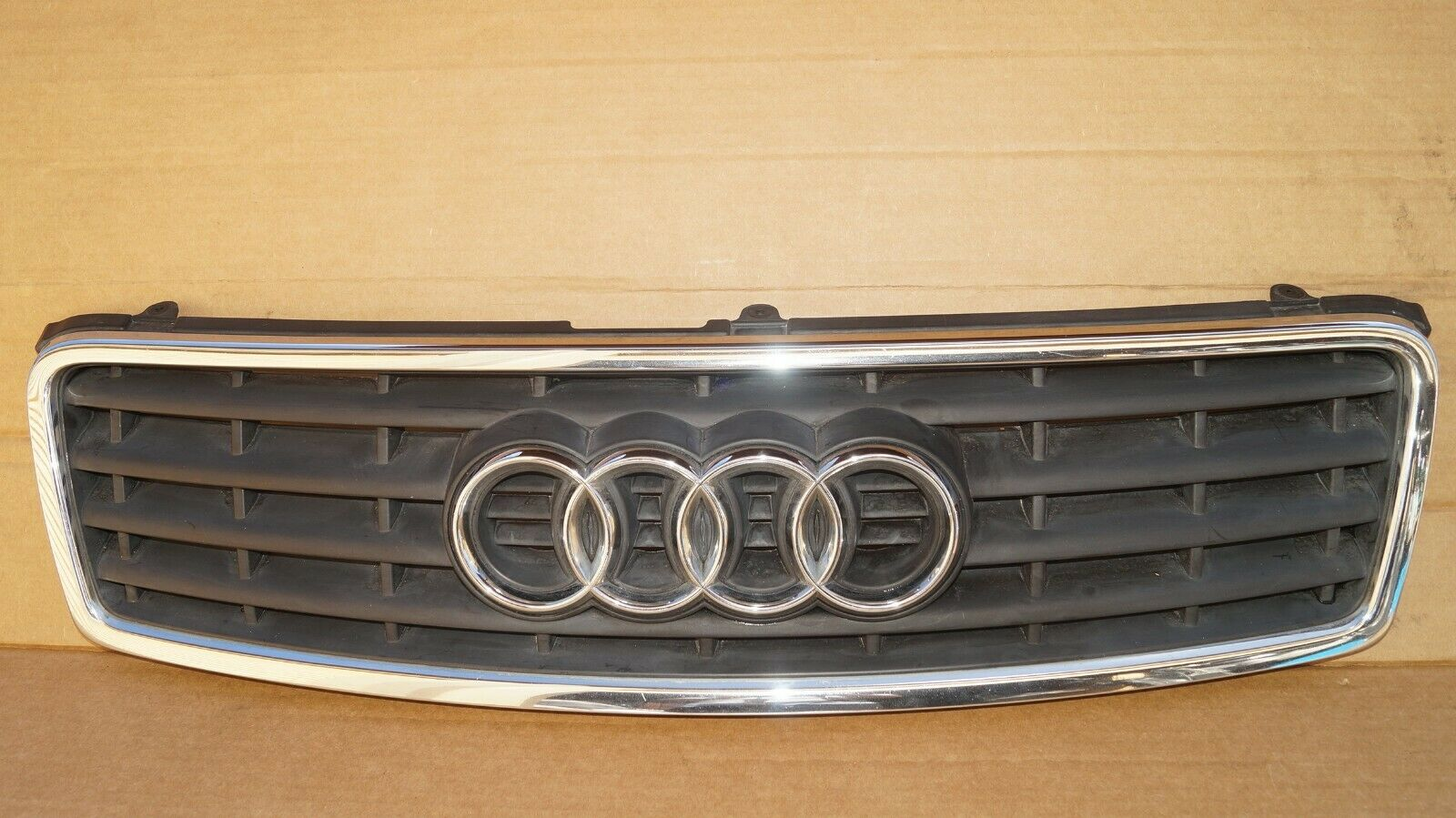 03 04 05 06 AUDI A4 CONVERTIBLE FRONT HOOD UPPER TOP GRILLE 8H0853653