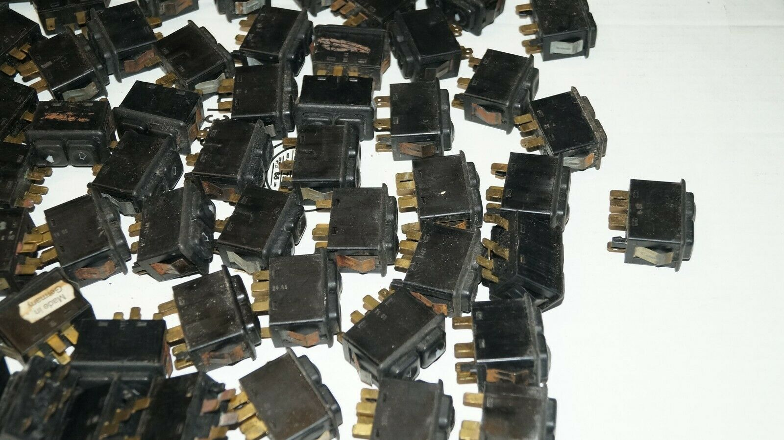 BMW E23 E24 E28 E30 Power Window Switch lot  5 PIN  61311381205