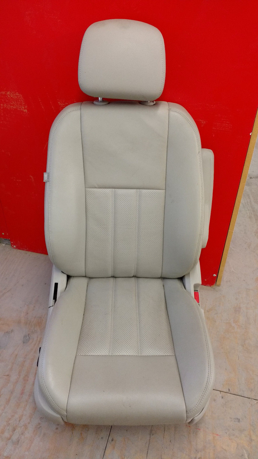 Chrysler Town and Country Right Side Passenger Leather Seat 2011