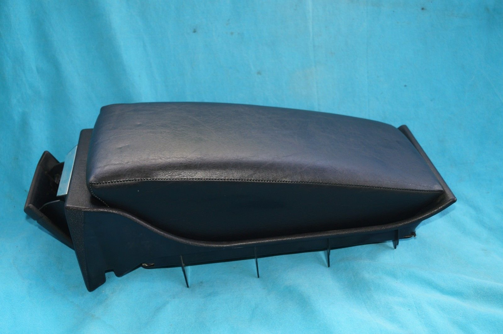 MERCEDES BENZ W123 300CD 2 DOOR COUPE  REAR CENTER CONSOLE ARMREST