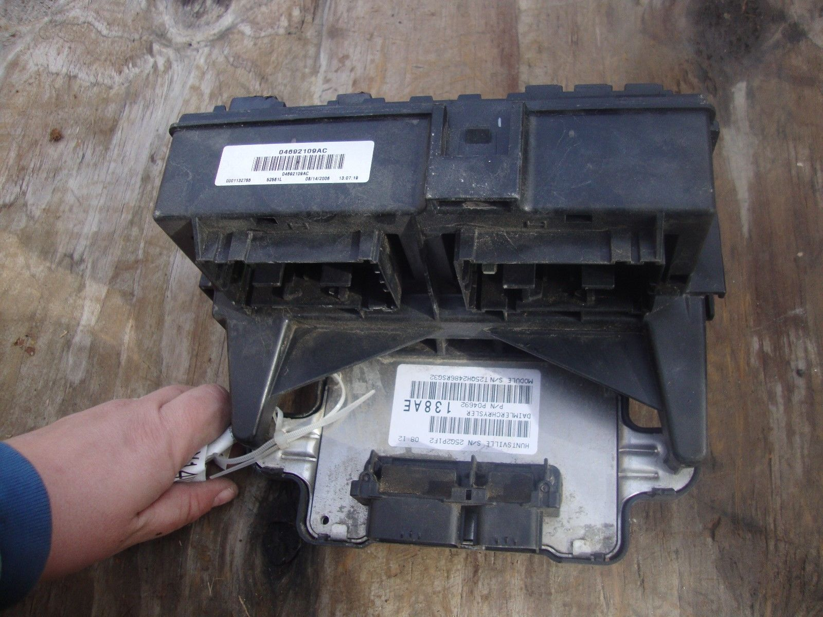 8e7cb129 da95 4b5e a502 e7d1fd960116 2007 jeep grand cherokee body control computer module fuse relay 2014 grand cherokee fuse box at n-0.co