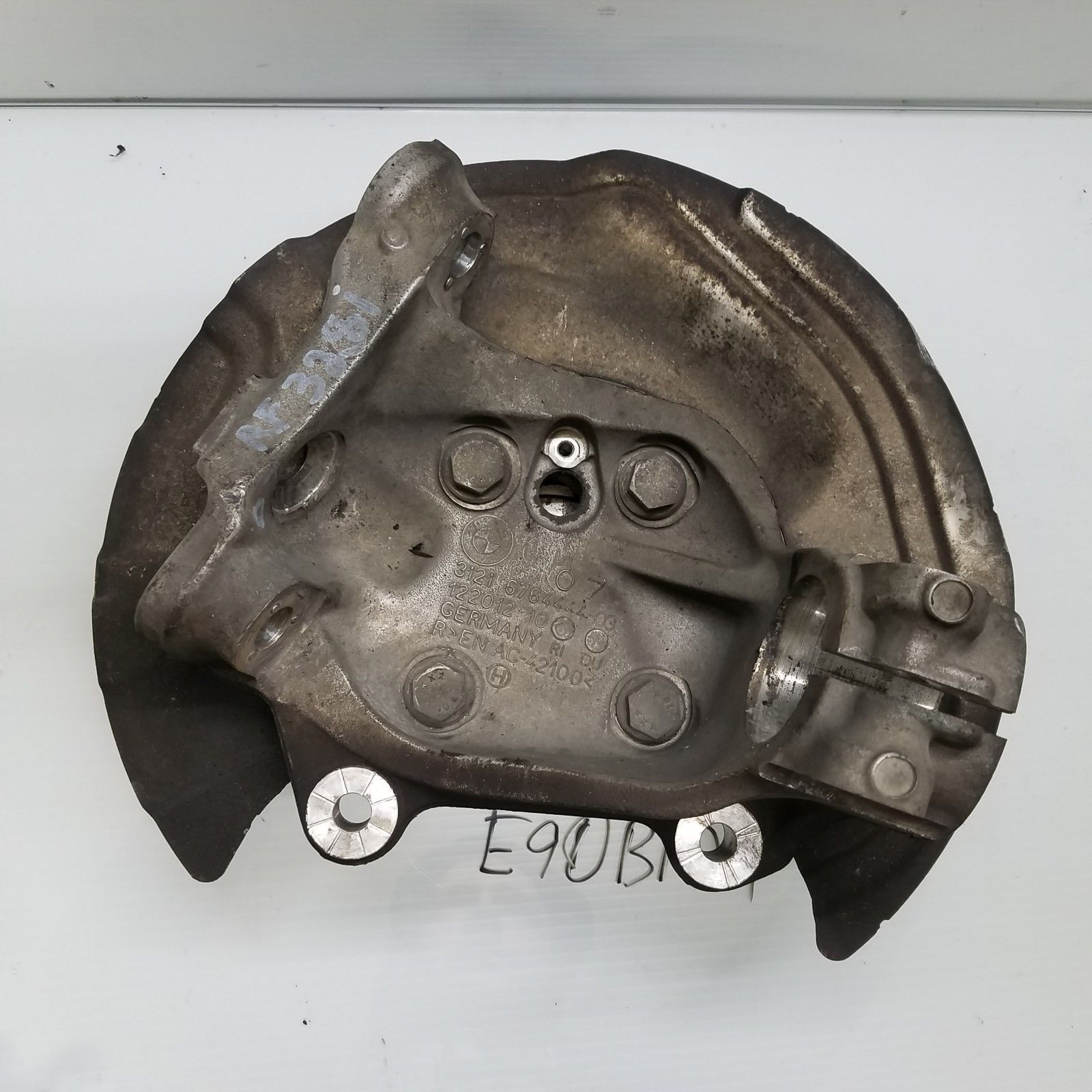 2006-2011 BMW 328i E90 FRONT RIGHT SPINDLE KNUCKLE OEM 6764444 Does not apply E90BM9