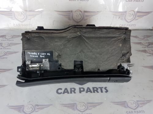MERCEDES C CLASS 2.2 CDI W203 4DR SALOON 01-06 GLOVEBOX STORAGE COMPARTMENT
