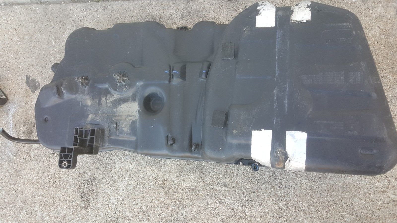 2011 Mini Cooper Countryman FUEL TANK R60 9800698 9800743 9800698