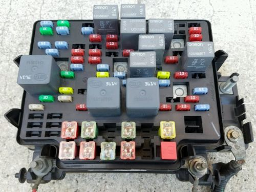 2003 04 05 2006 Chevy Suburban 1500 Oem Fuse Box Under
