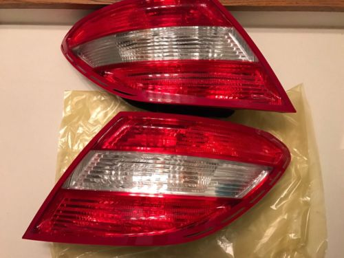 Genuine 2008-2011 Mercedes C300 Left And Right Tail Lights A204 820 01 64 L         A204 820 02 64 R