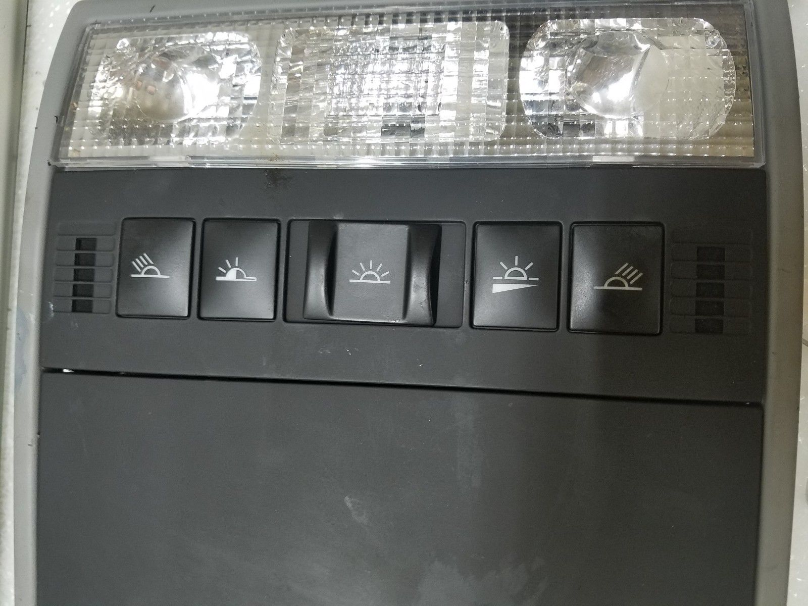 2003-2006 PORSCHE CAYENNE SUNROOF SWITCH DOME LIGHT 7L5868403 Does not apply