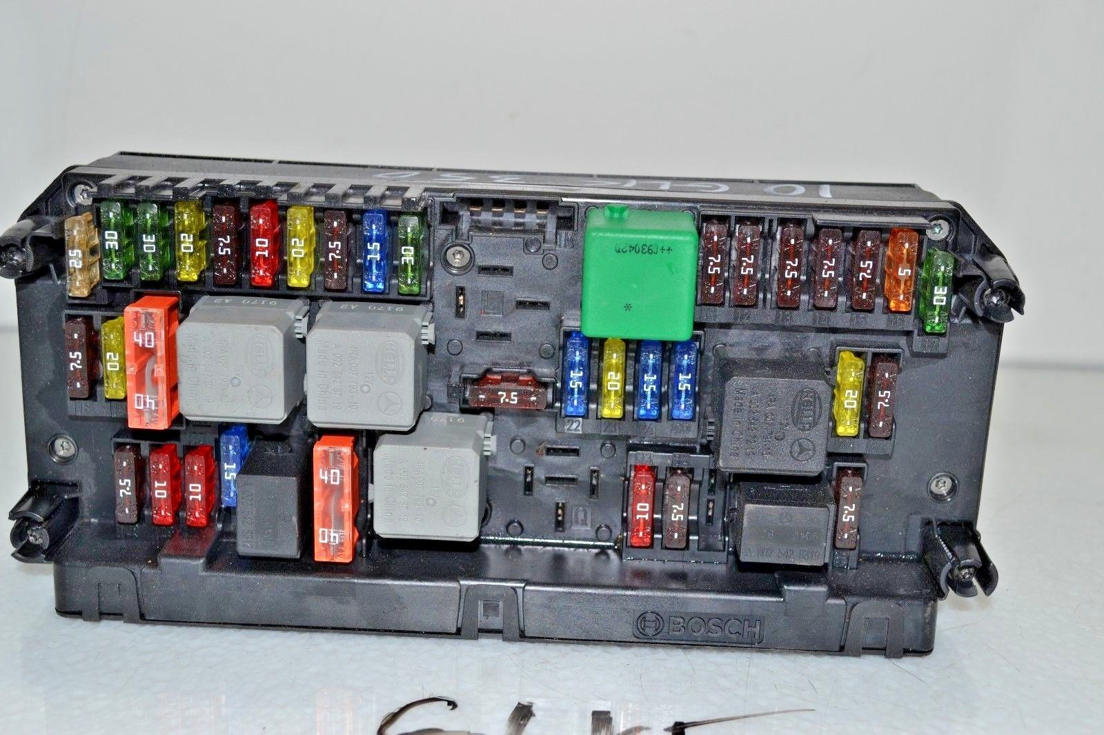 2010 2012 Mercedes GLK350 FRONT FUSE BOX SAM 2049009701